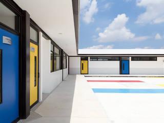 Modern schools by CONSTRUCTORA ARQOCE Modern