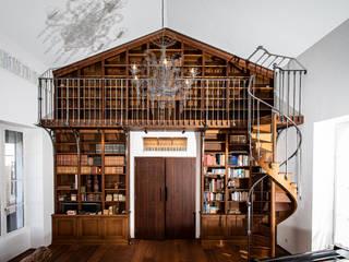 クラシックデザインの リビング の julien lachaud ébéniste クラシック