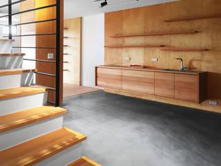 木耳生活藝術-舊屋改造/位於四季中的樓房 根據 木耳生活藝術 簡約風