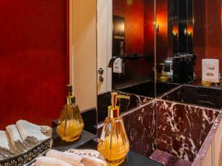 Modern style bathrooms by Coletânea Arquitetos Modern