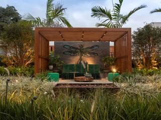 CASACOR 2018 Jardins tropicais por JOÃO JADÃO PAISAGISMO Tropical
