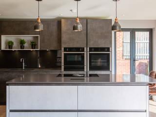 Urban contemporary open plan kitchen diner Modern kitchen by Kreativ Kitchens Modern