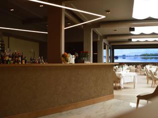 Ristorante Enoha Bar & Club in stile industrial di E'luce srl Industrial