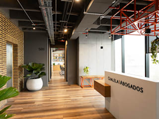 Modern offices & stores by am Arquitectos Modern