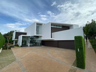 House Van Zijl - Waterkloof Ridge by SPW Architectural Design & Planning Modern