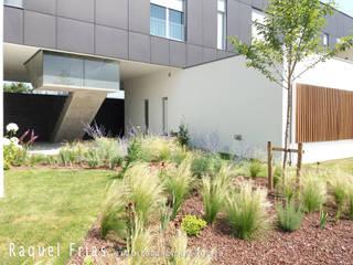 Lar Chão de Grou Jardins minimalistas por RAQUEL FRIAS - ARQUITECTURA PAISAGISTA Minimalista