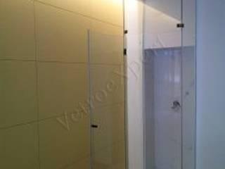 Box doccia su misura Bagno moderno di VetroeXpert srl Moderno