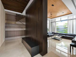 ADX Architects Pte Ltd Ruang Keluarga Modern Kayu Buatan Wood effect
