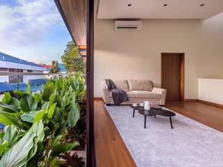 ADX Architects Pte Ltd Koridor & Tangga Modern Kayu Buatan Wood effect