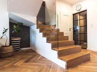 Salon minimaliste par Roble Minimaliste