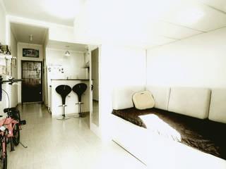 Salones minimalistas de TBS Arquitetura Minimalista