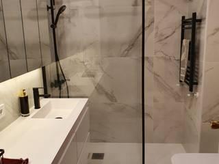 Minimalist style bathroom by GrupoSpacio constructores en Madrid Minimalist