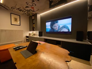 Sala TV AUDIO Sala multimediale moderna di Federica Rossi Interior Designer Moderno