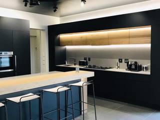 Modern Kitchen by Blackearth Interiors cc Modern
