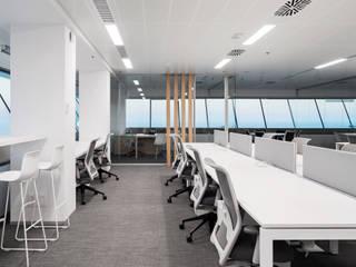 Oficinas en la Torre Mapfre ecoarquitectura Oficinas y tiendas de estilo moderno
