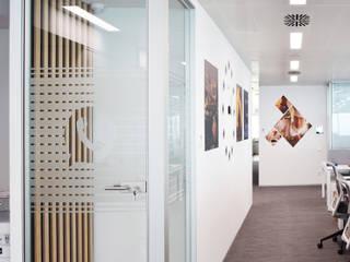 Cabina de llamadas Oficinas y tiendas de estilo moderno de ecoarquitectura Moderno