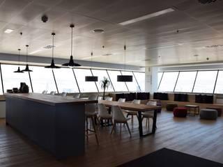 Office Oficinas y tiendas de estilo moderno de ecoarquitectura Moderno
