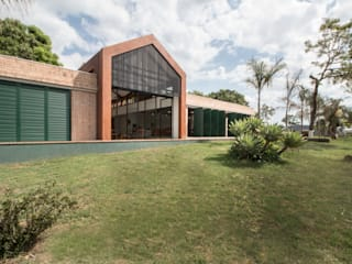 by Mutabile Arquitetura Country