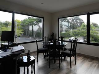 Aberturas Aluminio Puertas y ventanas modernas de Rebatec Moderno