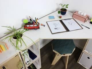 Der weiße Eckschreibtisch mit Regal aus Holzkisten | Regalsystem WERKBOX - Immer wieder neu kombinieren! von Werkhaus Design + Produktion GmbH Skandinavisch