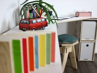 Der weiße Eckschreibtisch mit Regal aus Holzkisten | Regalsystem WERKBOX - Immer wieder neu kombinieren! von Werkhaus Design + Produktion GmbH