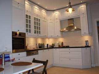 biała kuchnia w stylu klasycznym od Studio Mebli Kuchennych Villa Project Klasyczny