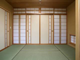 Phòng ngủ phong cách hiện đại bởi 吉田設計+アトリエアジュール Hiện đại