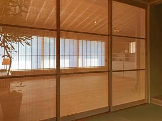 簾戸-3 こもれ komore №9: 井上スダレ株式会社が手掛けた現代のです。,モダン