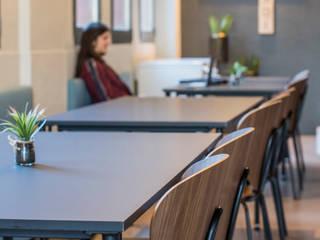 Cafetería ESDi (Escuela Superior de Diseño) Bares y clubs de estilo industrial de Innovo Industrial