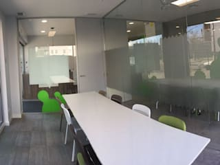 Cactus - Centro de idiomas Escuelas de estilo moderno de Innovo Moderno