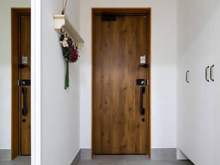 Scandinavian style corridor, hallway& stairs by 소하 건축사사무소 SoHAA Scandinavian