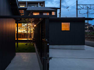 砦の家 の 小栗建築設計室 モダン
