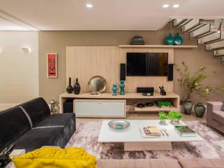 Casa Salas de estar modernas por Isabela Kalume Arquitetura Moderno