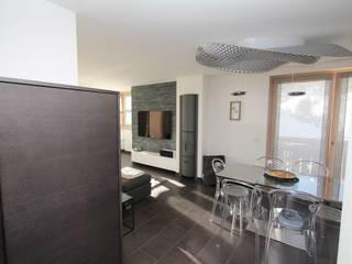 Appartamento in montagna Sala da pranzo moderna di TREZZI INTERNI SNC DI TREZZI FAUSTO, FRANCESCO E DARIO Moderno