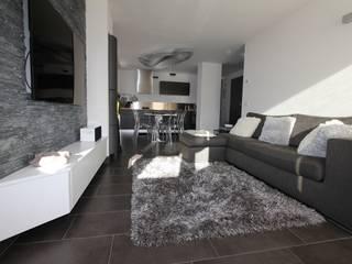 Appartamento in montagna Soggiorno moderno di TREZZI INTERNI SNC DI TREZZI FAUSTO, FRANCESCO E DARIO Moderno