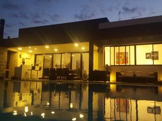 Casas modernas por MONARQ ESTUDIO Moderno
