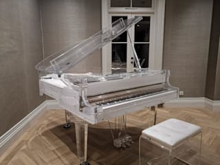 Crystal Self-playing Grand Piano por Tesoro Nero Piano Company Moderno