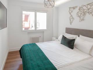 Nueva vivienda en Don Ramón de la Cruz WINK GROUP Dormitorios de estilo moderno Blanco