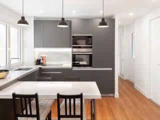 Nueva vivienda en Don Ramón de la Cruz WINK GROUP Cocinas de estilo moderno Blanco
