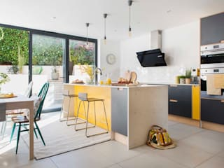 Balcombe, Sussex Kitchen - Custom Birch Ply & Formica Kitchen od Matt Antrobus Design