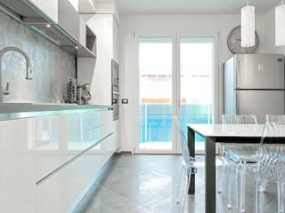 Luca Bucciantini Architettura d' interni Cocinas integrales Madera Blanco