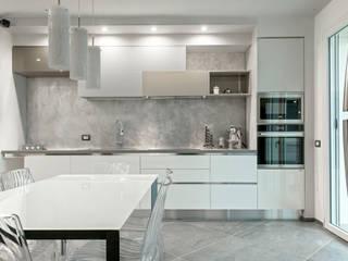 Luca Bucciantini Architettura d' interni Built-in kitchens Wood White