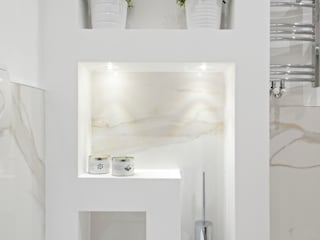 Luca Bucciantini Architettura d' interni Minimalist style bathroom Wood White