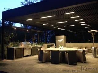 Construcción de Casa Bosques Santa Fé Balcones y terrazas modernos de Tk arquitectura Moderno