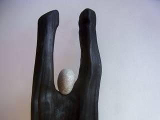 Skulptur / Kunstfigur / Figur aus Holz / Holzfigur mit Steinkopf - Unikat von bernd kohl - objekte in holz und stahl Minimalistisch