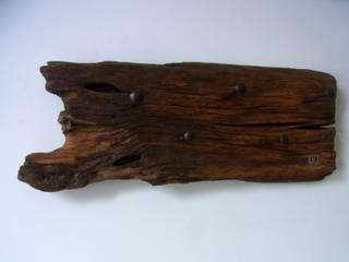 Garderobe aus Holz / Holzgarderobe mit alten Schrauben, handgefertigte von bernd kohl - objekte in holz und stahl Ausgefallen