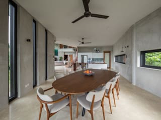 Jandabaik Bungalow - Sustainable House Design Tropical style dining room by MJ Kanny Architect Tropical