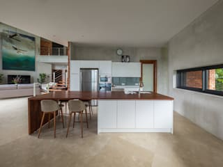 MJ Kanny Architect Tropical style kitchen