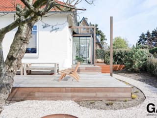 Villa White Lodge Noordwijk is a renovation of an existing 1930s home in Noordwijk. The home is 225 m2 in size, the concept of the home is to create a high-end contemporary, loft-like and functional home. van Global Architects BNA