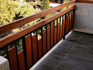 Country style balcony, veranda & terrace by balConcept SpA Country